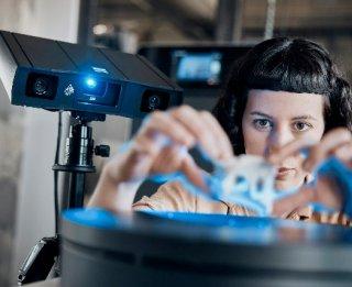 GOM Scan 1 při skenování využívá rotační stůl a proces se tím automatizuje