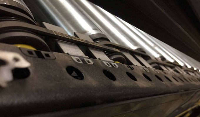 Dopravníkový pás s vytištěným bezpečnostním krytem