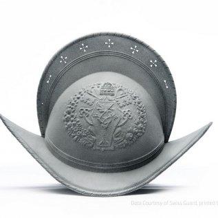 Přilba švýcarské gardy vyrobená 3D tiskem