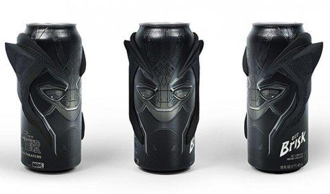 Tři nápojové plechovky Pepsi s instalovanými 3D vytištěnými designovými nástavci