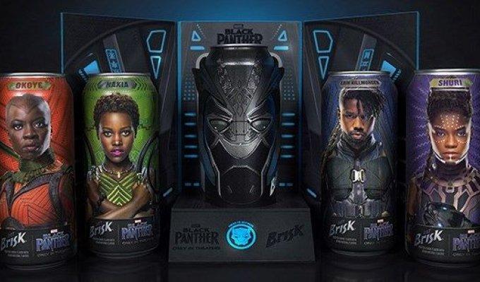 Barevně provedené nápojové plechovky s 3D doplňky s obličeji hrdinů