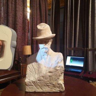 3D skener snímá bílou bustu T.G. Masaryka