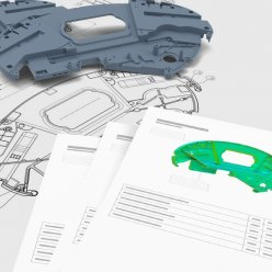Šedý plastový díl s technickým výkresem a vytištěnými listy z provedené rozměrové analýzy