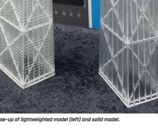 Finální 3D model Chicago Hancock building z tiskárny UnionTech na tmavém stole