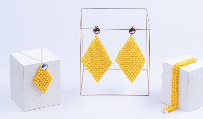 Šperky z 3D tiskárny. Upravené a nabarvené za využití technologií postprocesingu společnosti DyeMansion.