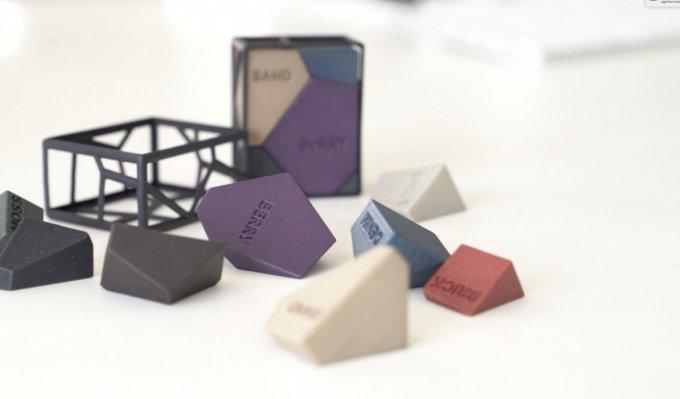 Pro barevné díly je možné využít barvení vyrobených dílů nebo je vyrobit rovnou na plnobarevné tiskárně.