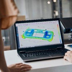 Software ihned vizualizuje skenovaný objekt a lze kontrolovat jeho přesnost oproti původnímu modelu a provádět celou řadu dalších analýz.