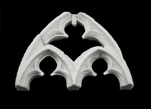 3D vytištěný model gotického oblouku určený jako haptická pomůcka pro zrakově postižené